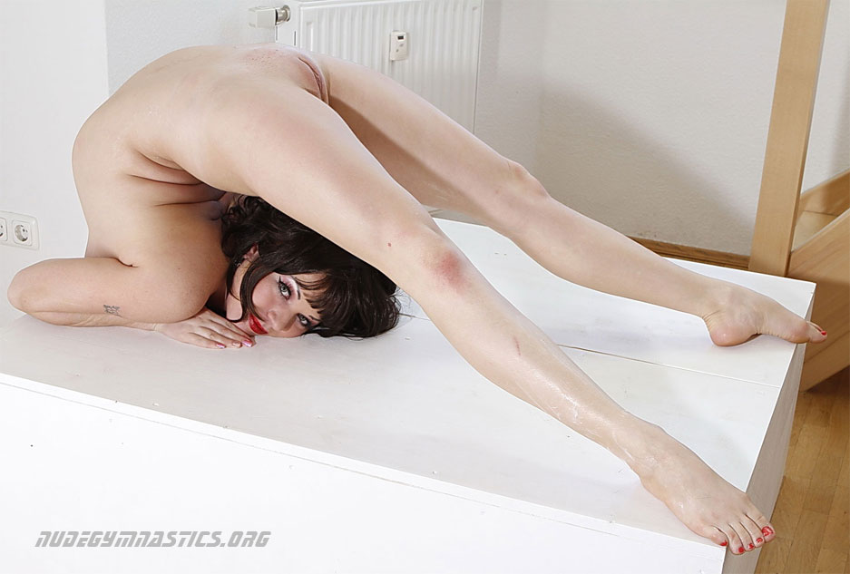 Nude gymnastics